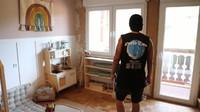 <p>Dari dalam, Dayat menunjukkan beberapa bagian rumahnya yang tengah di renovasi. Seperti toilet, lorong menuju ruang lain, serta kamar anaknya sebagai berikut.(Foto: YouTube: Kesa Lisa)</p>