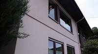 <p>Dayat menikah dengan seorang bule cantik di Jerman, Bunda. Pasangan yang dikaruniai seorang anak perempuan ini tinggal di rumah berusia ratusan tahun, lho. (Foto: YouTube: Kesa Lisa)</p>