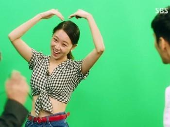 """Kim So Hyun merupakan artis yang mendapat julukan """"Spesialis Cinta Segitiga"""" dari netizen berkat perannya di beberapa drama, salah satunya Who are You: School 2015dan Love Alarm. Kalau peran seperti ini, pastinya kamu juga mau kan, Beauties?/Foto: mydramalist.com"""