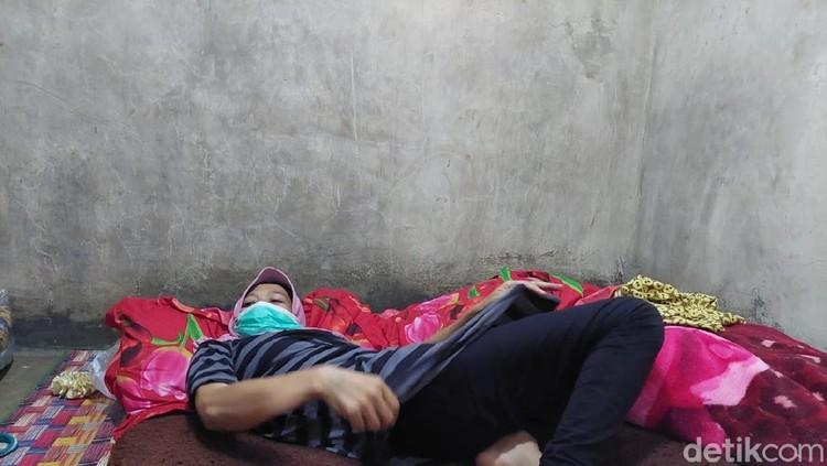 Cucu, warga Bandung Barat mengaku tak bisa tidur sejak 2014 lalu.