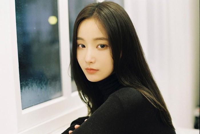 Dispatch menduga bahwa Yeonwoo dan Lee Min Ho sudah berpacaran selama 5 bulan. Namun, hal tersebut dibantah dengan tegas oleh agensi Lee Min Ho.(Foto: Instagram.com/chloelxxlxx)