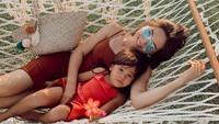 <p>Menikah pada 7 Mei 2014, Olivia Jensen dan Arief Purnama kini telah dikaruniai putri cantik bernama Aurora. Aktris berdarah Denmark itu dikenal sering membintangi berbagai film dan sinetron serta menjadi model. Foto: Instagram @oliviajensen</p>