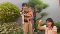 <p>Dalam video durasi singkat itu, Kak Seto bersama keluarganya lakukan push-up hingga <em>dance</em> bak ABG lho, Bunda. (Foto: Tiktok @kaksetosahabatanak)</p>