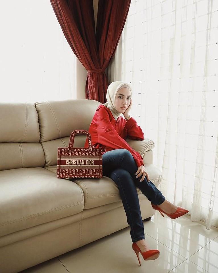 Outfit Medina Zein dengan Barang Branded Harga Fantastis
