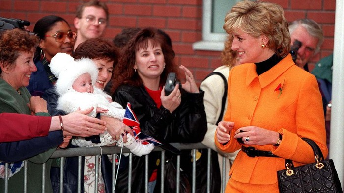 6 Tas Mewah yang Terinspirasi Selebriti! Selain Putri Diana, Ada Putri Kerajaan Lainnya Juga Lho