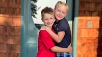 <p>Jessica Simpson juga curhat, ia akhirnya bahagia melihat kedua anaknya kembali ke sekolah lagi setelah 1,5 tahun sekolah online, Bunda. (Foto: Instagram @jessicasimpson)</p>