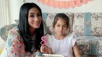 <p>Belum lama ini, gadis blasteran Turki itu merayakan ulang tahun ke-8 bersama keluarganya, Bunda.(Foto: Instagram @siti_perk)</p>
