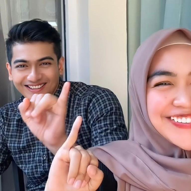 Foto-foto Kebersamaan Ria Ricis & Teuku Ryan yang Dikabarkan Akan Menikah
