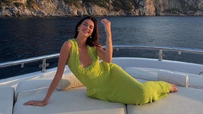 Kendall Jenner Didaulat Jadi Creative Director Sebuah Situs Belanja! Apa Saja Tugasnya?