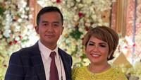 <p>Selamat atas pertunangan keduanya. Kita doakan seomoga pernikahan Joy dan Cahyo di waktu dekat dapat berjalan dengan lancar ya, Bunda. Aamiin. (Foto: Instagram @yoxforchrist)</p>