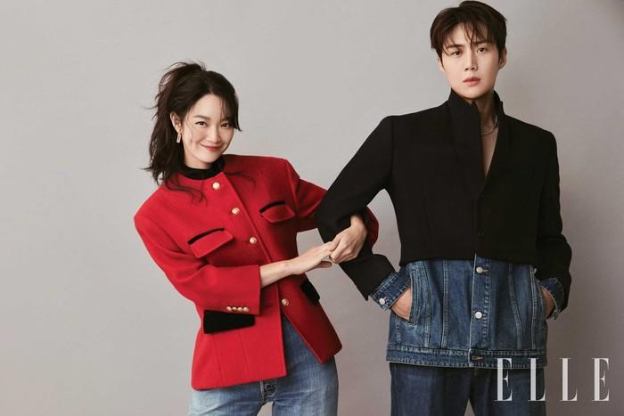 Menyambut tayangnya drama Hometown Cha Cha Cha, belum lama ini Shin Min Ah dan Kim Seon Ho melangsungkan pemotretan 'couple' bersama majalah terkenal, Elle Korea!/Foto: Elle Korea