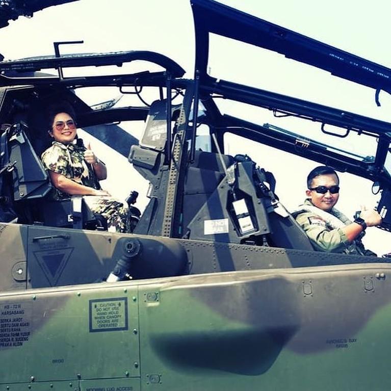 Joy Tobing segera melepas status jandanya dengan perwira TNI AU. Mereka pun dikabarkan telah melakukan foto prewedding. Yuk intip!