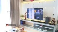 <p>Rumah Yuanita juga didukung teknologi canggih. Ia cukupmengontrol barang elektronik seperti lampu dan televisi menggunakan suara atau <em>voice command</em>. (Foto: YouTube: Selebrita Siang Trans7)</p>