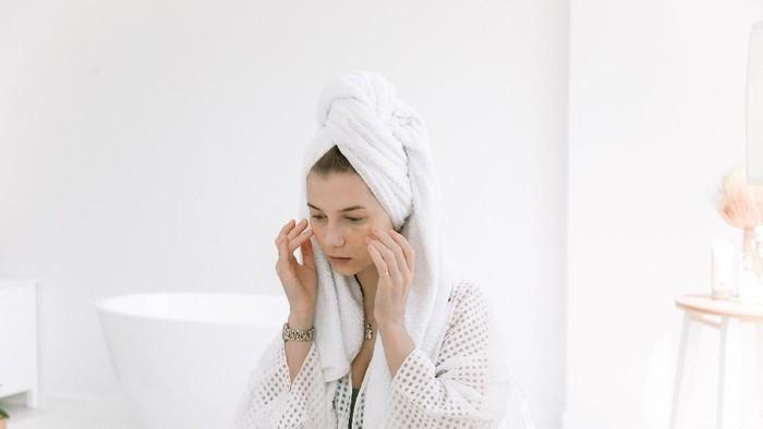 Ada 3 Jenis Makeup Remover, Mana yang Paling Efektif untuk Hapus Make Up?