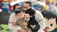 <p>Anak kedua Sandra Dewi, Mikhael Moeis baru saja berulang tahun yang kedua, Bunda. (Foto: Instagram @sandradewi88)</p>