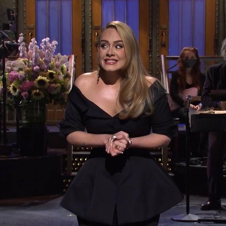 Penampakan tubuh Adele yang semakin hari semakin langsing jadi sorotan. Yuk kita intip potretnya!