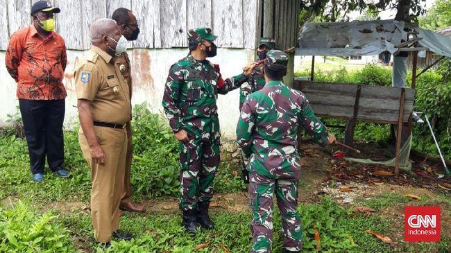 Pangdam melihat langsung kondisi Pos Ramil yang porak poranda pasca diserang puluhan orang kelompok separatis.