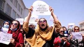 Taliban Perintahkan PNS Perempuan Kabul Tetap di Rumah