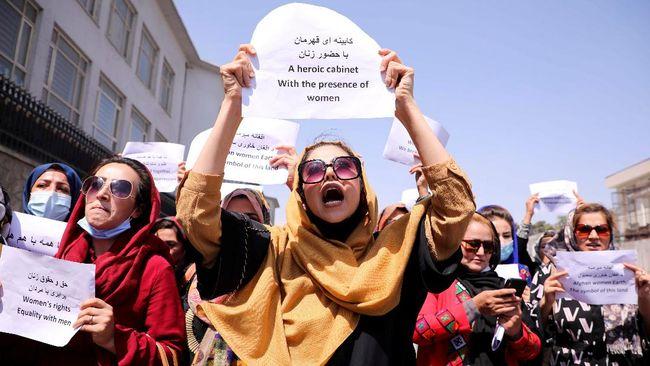 Wali Kota interim Kabul di era Taliban, Hamdulllah Namony, memerintahkan PNS perempuan di kota itu agar tetap di rumah.