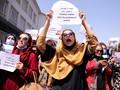 Taliban Pukuli Jurnalis Peliput Demo Perempuan Pakai Senapan