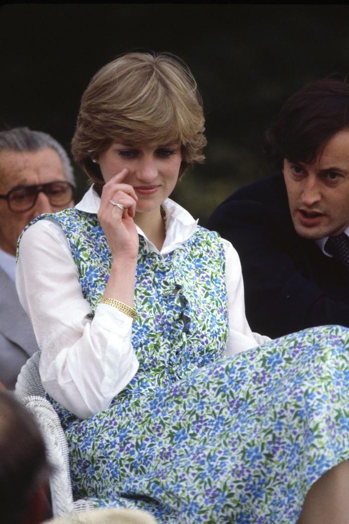 Putri Diana memang dikenal mahir memadankan busana, bahkan gaya berbusananya telah diabadikan dalam buku, pameran, serial Netflix, dan pemotretan khusus di Vogue. (foto: oprahdaily.com)