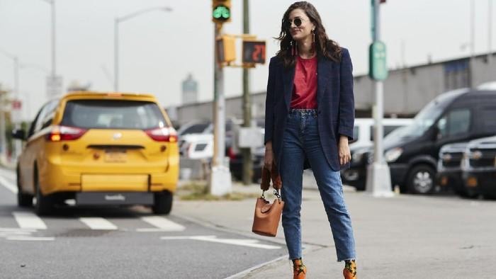 5 Ide Tampil Beda dan Stylish dengan Celana Jeans Favoritmu! Berani Coba?