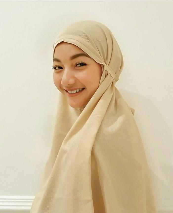 Sukses mencuri perhatian warganet, Glenca membagikan foto di akun Instagramnya dengan memakai hijab Beauties. Tak sedikit warganet yang mengatakan penampilan Glenca saat berhijab terlihat makin cantik dan memesona/foto: instagram.com/glencachysaraofficial