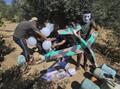 FOTO: Aksi Warga Palestina Terbangkan Balon Api ke Israel
