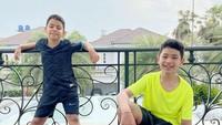 <p>Karan dan Harrneel sangat menyukai berbagai macam olahraga, mulai dari bermain basket, bersepeda, futsal, hingga tinju. Keduanya sudah mempelajari ilmu dasar box<em>i</em>ng dan sering berlatih dengan<em> personal trainer</em>. (Foto: Instagram @its_karanharneel)</p>