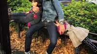 <p>Alaia dan Aluna kini sudah tumbuh besar. Kedua putri cantik Kenang Mirdad ini sangat manja dengan sang ayah nih. (Foto: Instagram @kenangmirdad)</p>