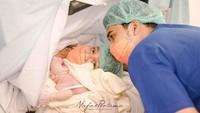 <p>Kabar bahagia datang dari Chelzea Verhoeven dan suami.Adik Paula Verhoeven ini melahirkan putra pertamanya pada Sabtu, 4 September 2021, di sebuah rumah sakit di bilangan Bintaro, Tangerang Selatan. (Foto: Instagram Nafas Pertama via @ryugarafifatharrazka)</p>