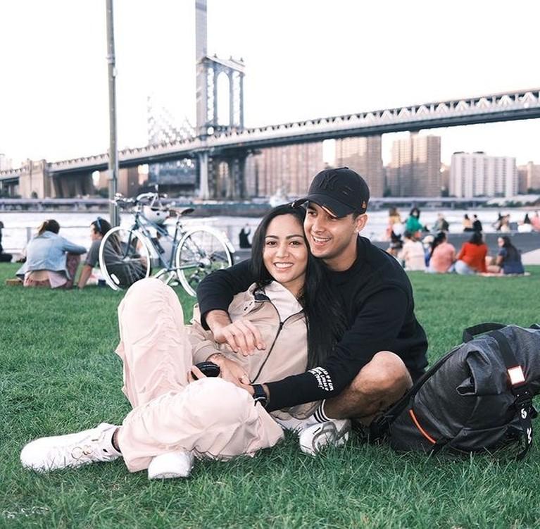 Rachel Vennya dan sang kekasih tengah berada di New York. Yuk intip kemesraan mereka!