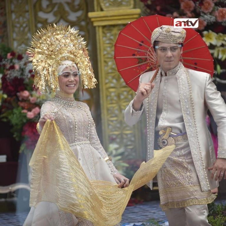 Rizky Billar dan Lesti menutup rangkaian proses pernikahan mereka pada Minggu (5/9) dengan berbagai acara. Yuk intip!