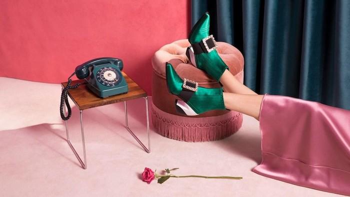 6 Fakta Menarik dari Label Sepatu yang Dipakai Shin Min Ah di Hometown Cha Cha Cha! Harganya Fantastis