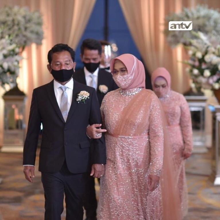 Rizky Billar dan Lesti Kejora menggelar acara penutupan pernikahan mereka dengan mewah dan meriah. Yuk intip!