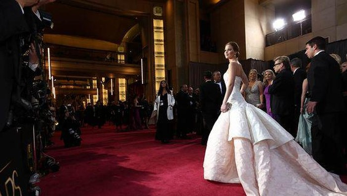 Deretan Gaun Berharga Fantastis yang Pernah Dikenakan oleh Para Selebriti Dunia! Ada yang Sampai Rp57 Miliar!
