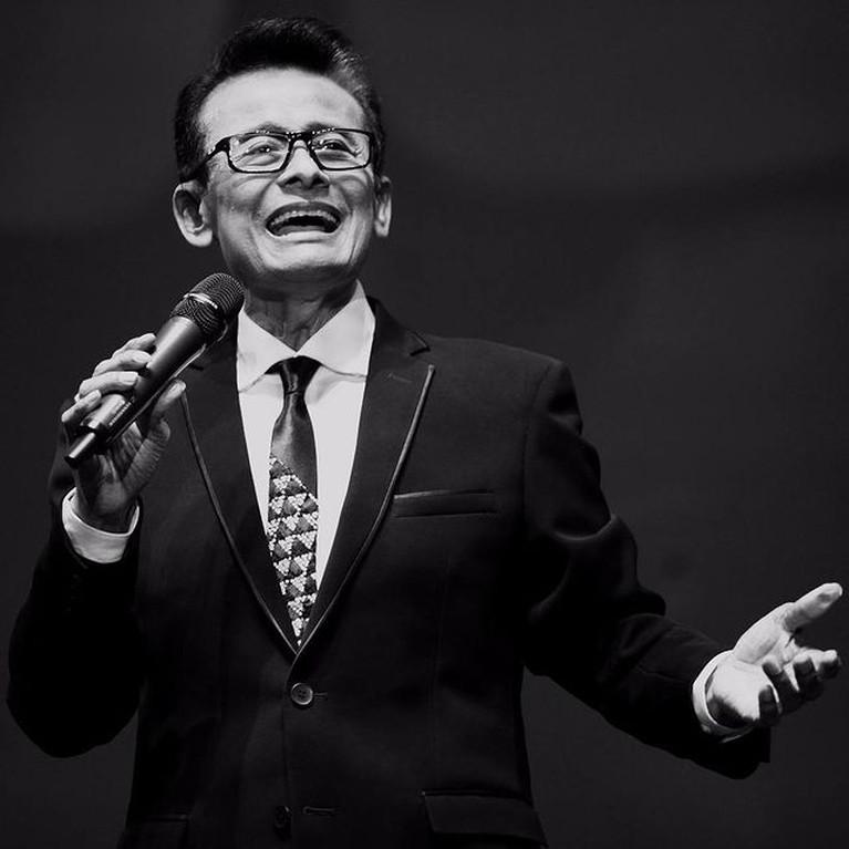 Dunia hiburan Tanah Air kembali berduka. Penyanyi dan juga pembawa acara kondang Koes Hendratmo meninggal dunia. Yuk intip potretnya!