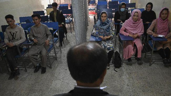 Perempuan tidak lagi diizinkan masuk lingkungan Universitas Kabul baik sebagai mahasiswa maupun pengajar.