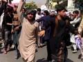 VIDEO: Taliban Lepaskan Tembakan ke Udara, Pedemo Ketakutan