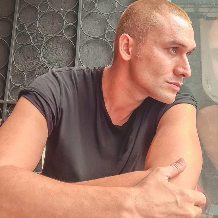 Indra Bruggman mengalami perubahan bentuk tubuh yang sangat beda dan jadi sorotan. Yuk intip potretnya!