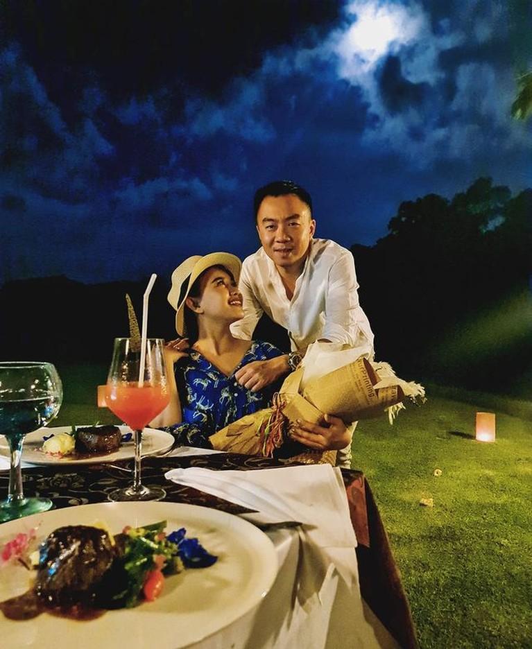 Pernikahan Winda Viska dengan Mulyadi Tan harmonis dan jauh dari gosip miring. Yuk kita lihat potret mereka!