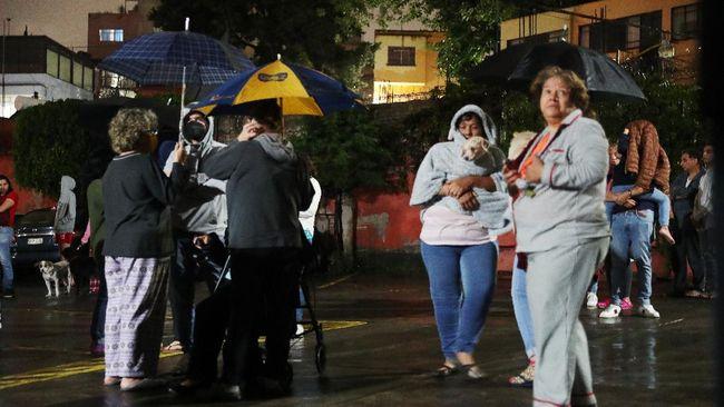 Gempa berkekuatan 7,0 magnitude mengguncang dengan episentrum 17 kilometer di tenggara resor Acapulco, Guerrero, Meksiko.