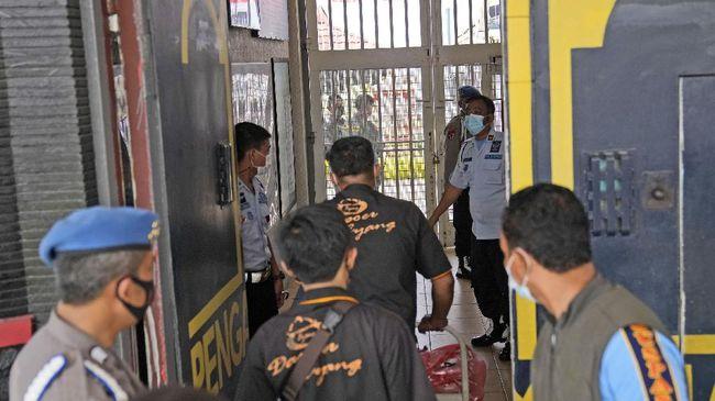 Polisi menduga ketiga petugas Lapas Tangerang yang menjadi tersangka tak berada di posisi semestinya ketika terjadi kebakaran.