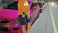 <p>Melalui postingan di Instagram, Leani kerap membagikan potret keseharian. Tampaknya, selain olahraga, ia juga suka dengan dunia otomotif nih, Bunda. (Foto: Instagram @oktila_lr)</p>