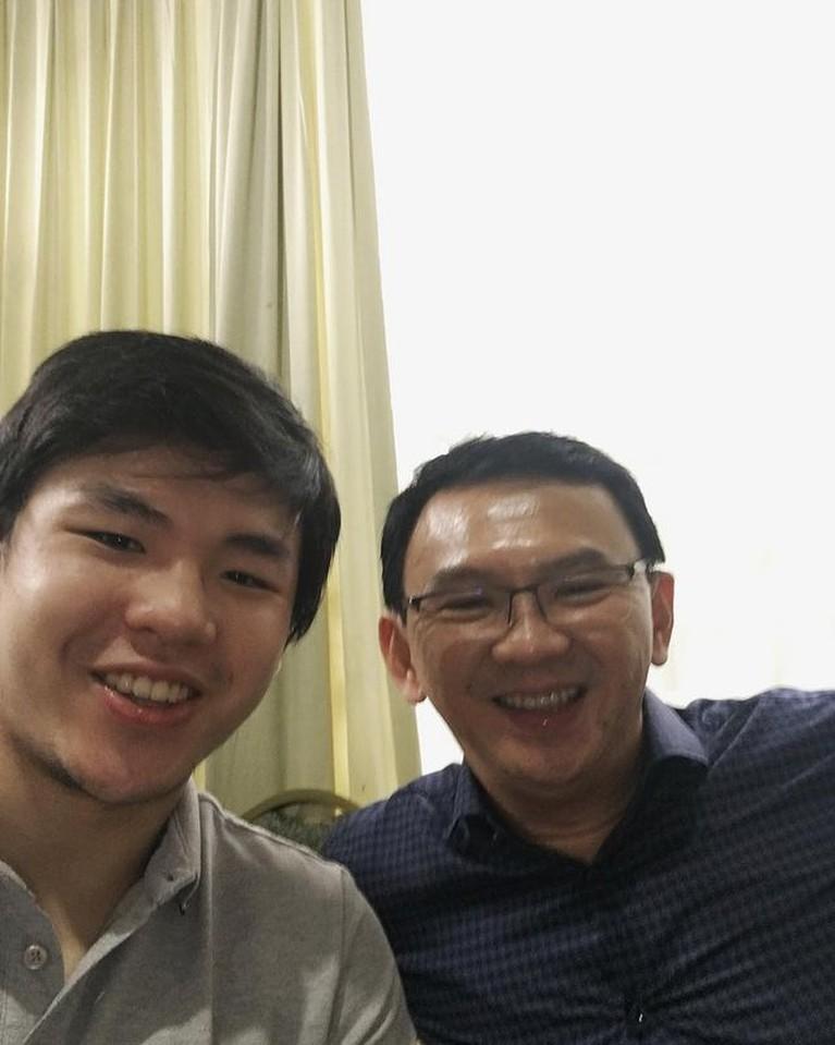 Nicholas Sean adalah putra sulung Ahok dengan mantan istrinya Veronica Tan. Yuk kita intip potret kompak Sean dan Ahok!