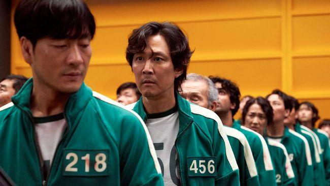 Sutradara Hwang Dong-hyuk mengungkapkan keunggulan Squid Game dari serial bertema survival lainnya. Squid Game fokus pada orang yang kalah serta kesulitan gim.