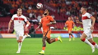Panenka dan Hattrick Depay Bawa Belanda Tekuk Turki 6-1