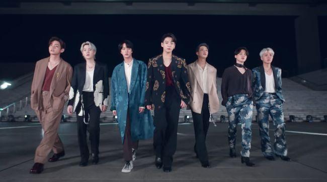 Tujuh member BTS tampil bak karya seni yang indah di salah satu museum kebanggaan Korea Selatan ini.