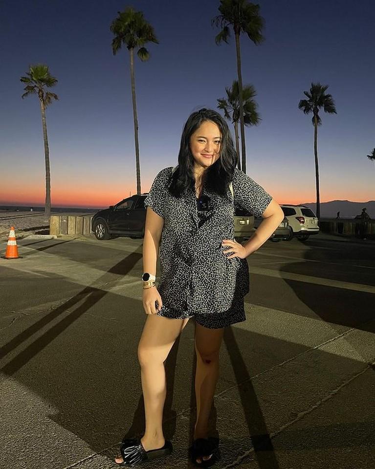 Marshanda sedang berada di Amerika untuk berobat, foto-fotonya di Amerika banjir pujian. Yuk intip!