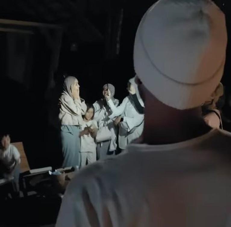 Zaskya Adya Mecca dapat kejutan bertemu sang idola Dave Moffatt di perayaan ulang tahun yang ke 34. Yuk intip momennya!